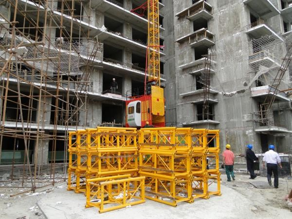 High Speed Temporary Construction Elevators Smoothly Starting And Stopping