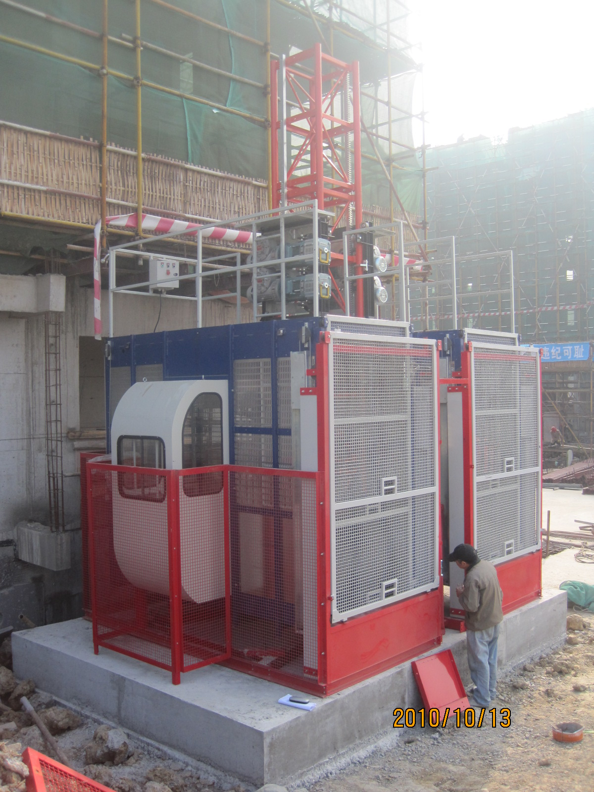 Material Personnel Construction Lifting Equipment with Hot Dipped Zinc